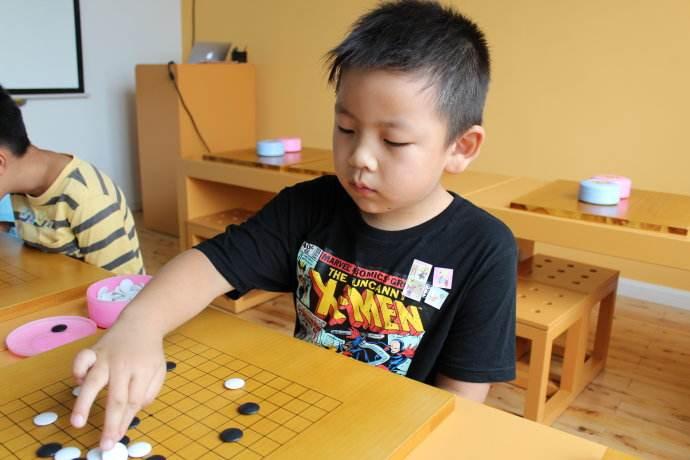 学围棋主要锻炼孩子【对抗挫折】和【正向思维】的能力