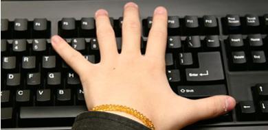 《魔兽争霸3》操作键盘手型与技巧