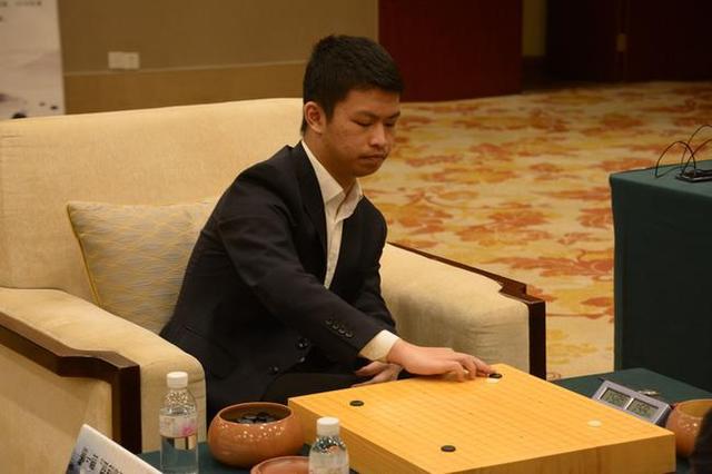 围棋世界冠军谢尔豪,12岁就挣钱养家